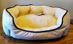 """Genuine La-Z-Boy Lounger Dog Bed NEW with Tags 24"""" x 19"""""""